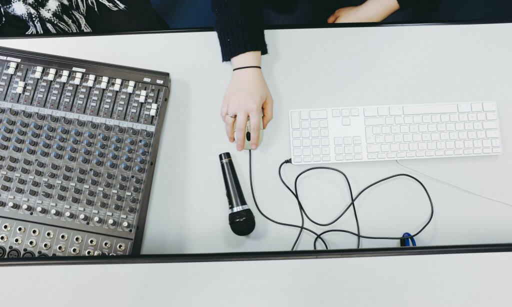 Tvorba biznis podcastu